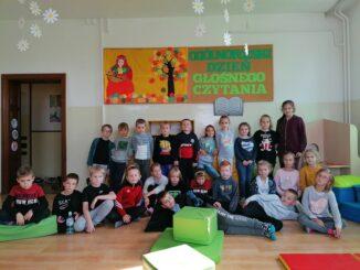 Dzień głośnego czytania świętują dzieci ze świetlicy